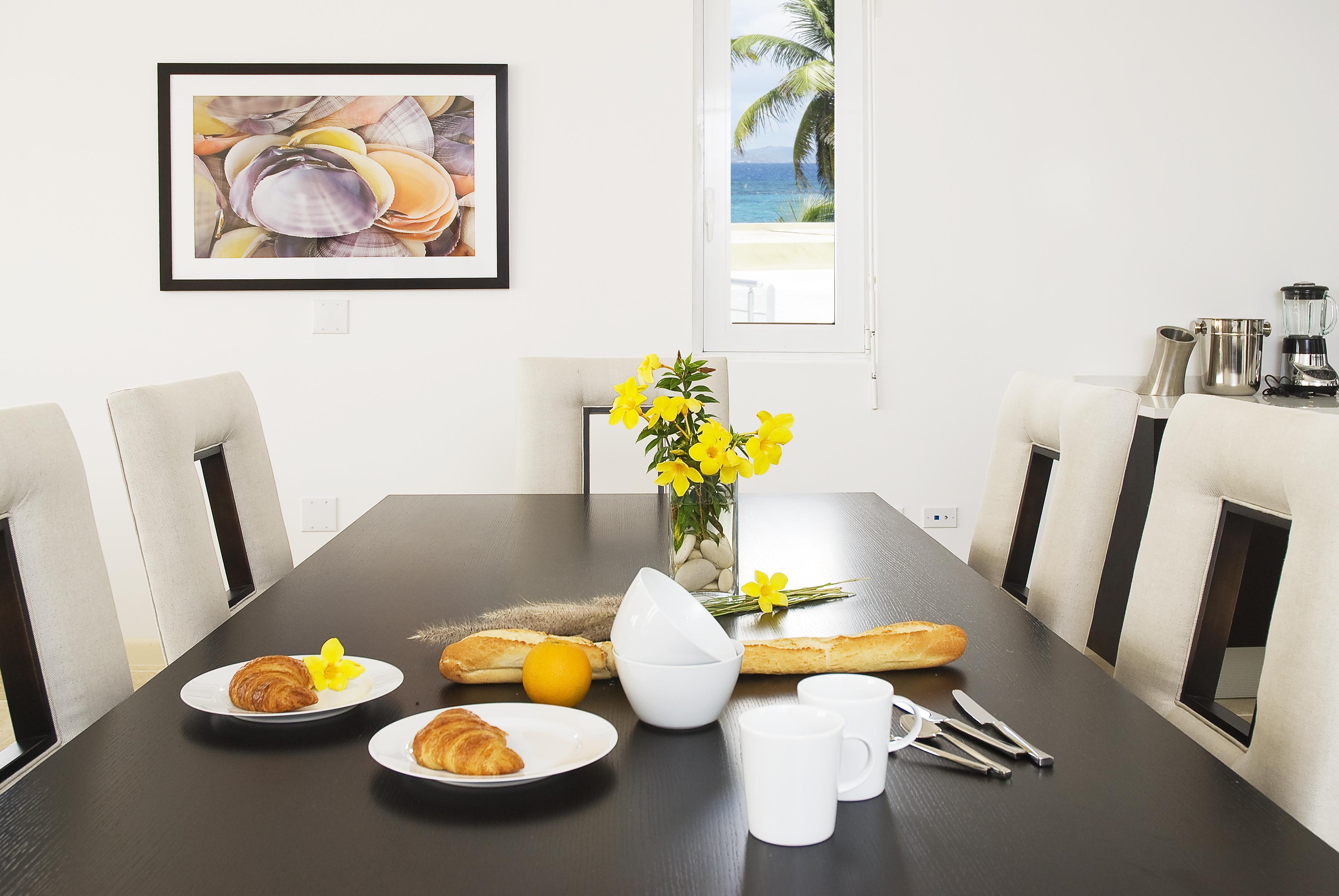 SM388 Beachview Villa Dining Area