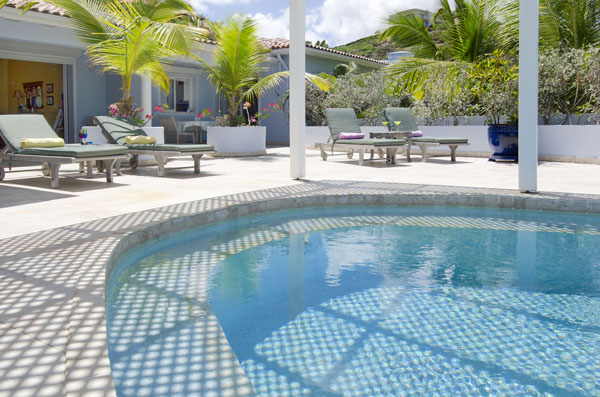 SM330 Swimming Pool
