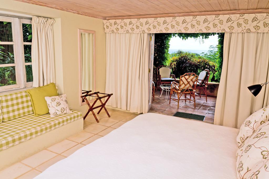 BB416 Queen Bedroom to Patio