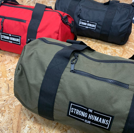 Recycled polyester makes these gym barrel bags super sustainable