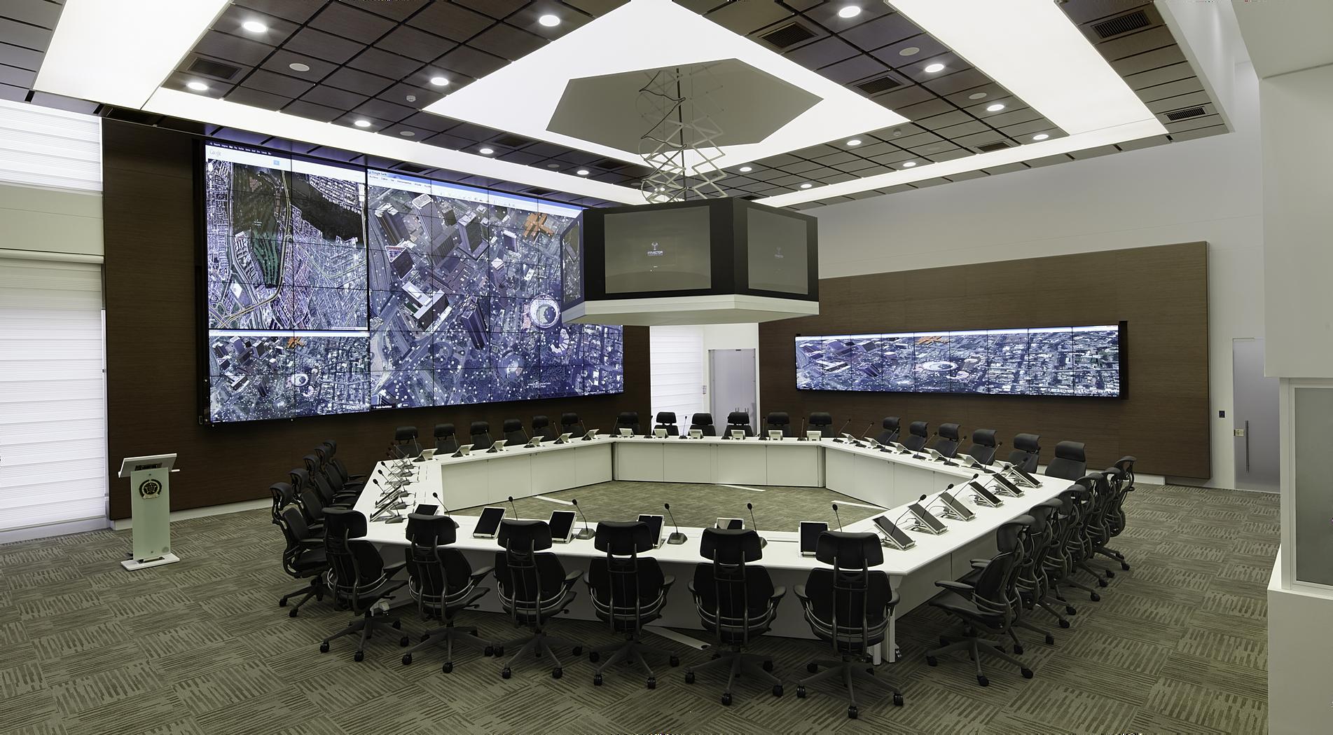 Videowall touch screen centros de control digital for Mobiliario ergonomico