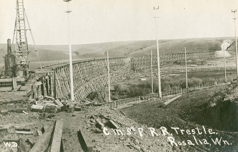Chicago_Milwaukee_St_Paul_railroad_trestle_near_Rosalia_Washington_circa_1915