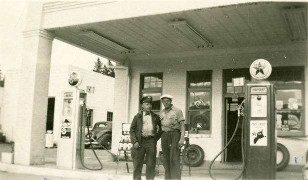 Texaco_Station_Rosalia_Washington_1949