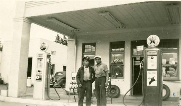 Texaco_Station_Rosalia_Washington_1949