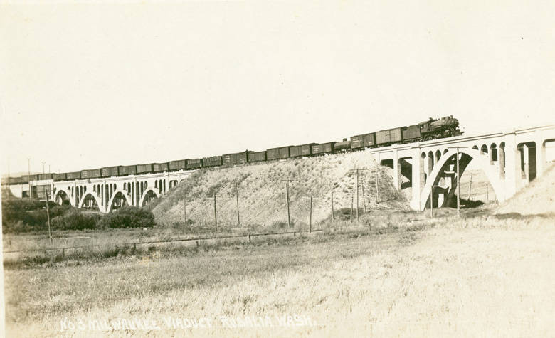 Milwaukee_viaduct_in_Rosalia_Washington_circa_1935