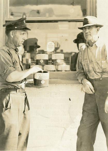 Texaco_Station_attendant_Rosalia_Washington_circa_1949