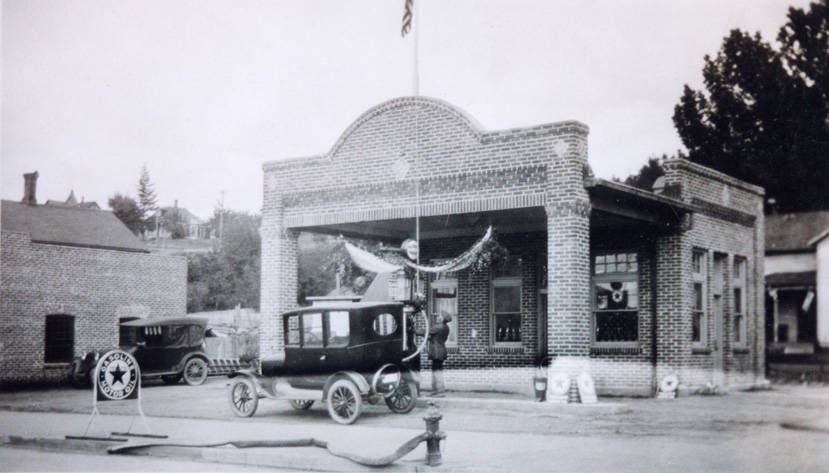 Central_Service_Station_Rosalia_Washington_1926