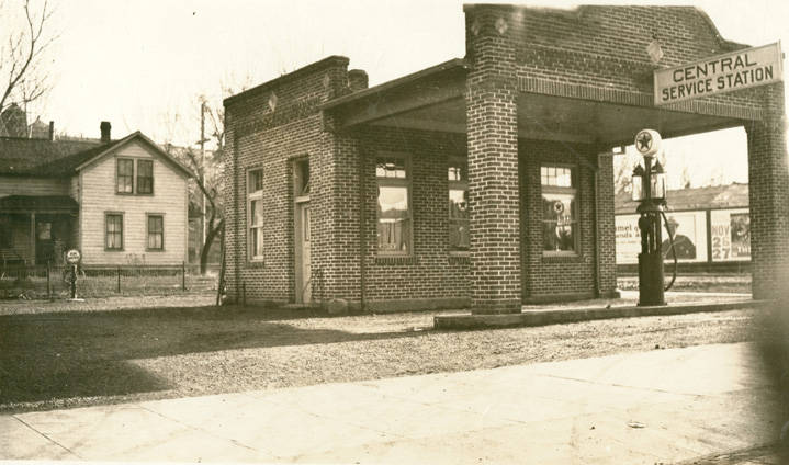 Central_Service_Station_Rosalia_Washington_1924