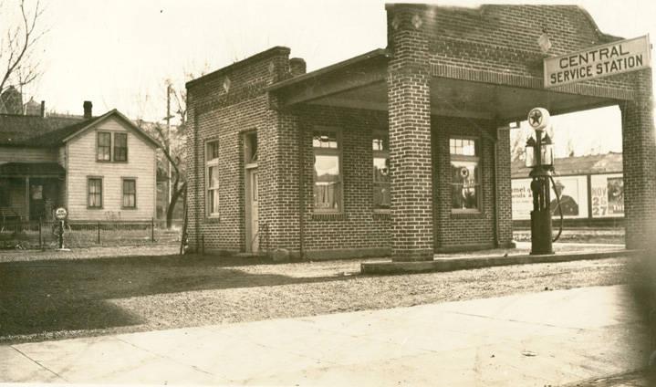 Central_Service_Station_Rosalia_Washington_1924