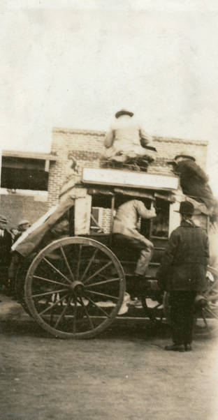 Airmail_Jubilee_stagecoach_Rosalia_Washington_1926