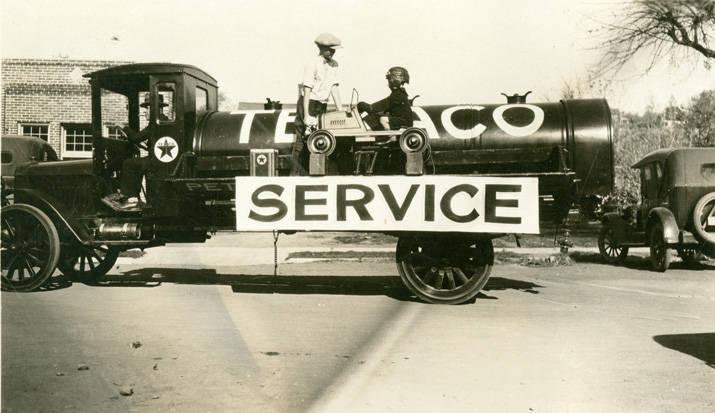 Texaco_truck_in_Festival_Day_Parade_Rosalia_Washington_1924 (1)