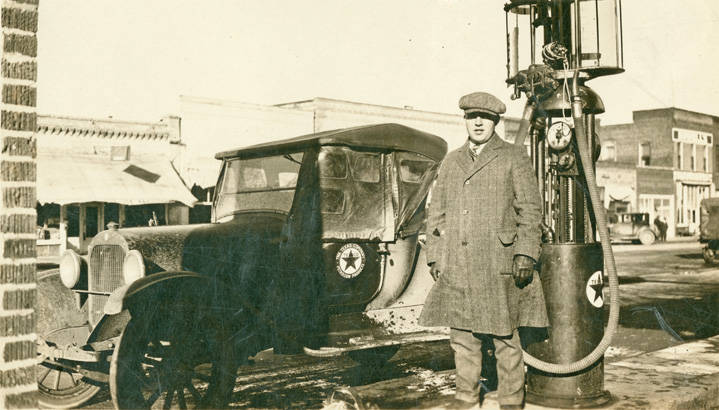 Central_Service_Station_Rosalia_Washington_1924 (1)