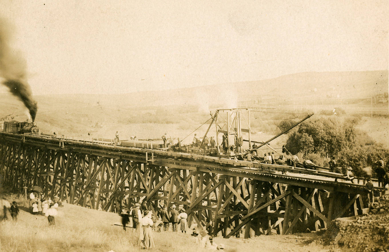 Milwaukee_railroad_bridge_construction