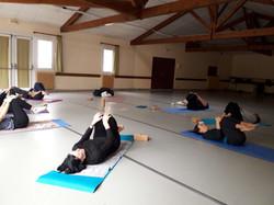 Cours en groupe yoga doux roanne