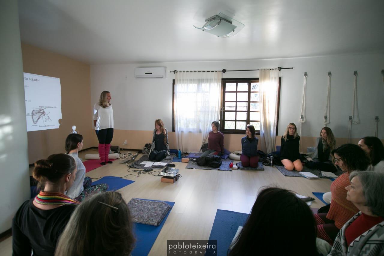 Anatomia do Yoga com Carol Langowski