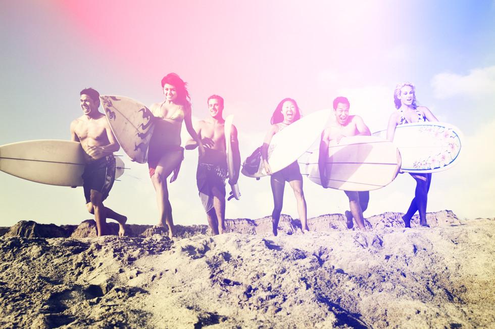 Amigos con tablas de surf