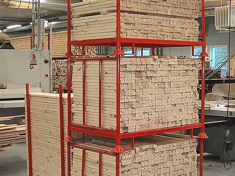 Välivarastointia ikkunatehtaan tuotannossa