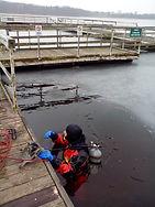 Podwodna inspekcja pomostu w ośrodku szkoleniowym w Gostyniniu
