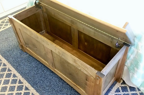 Cottage Inn Entryway Storage Bench