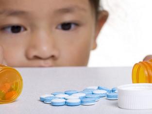 Dette må du gjøre hvis barnet spiser noe svært giftig
