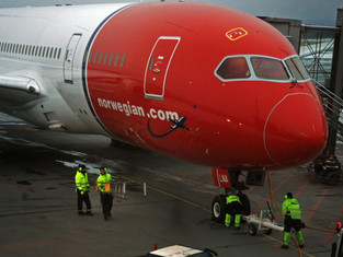 Passasjerer anklager Norwegian: Døende lå fem minutter uten hjelp