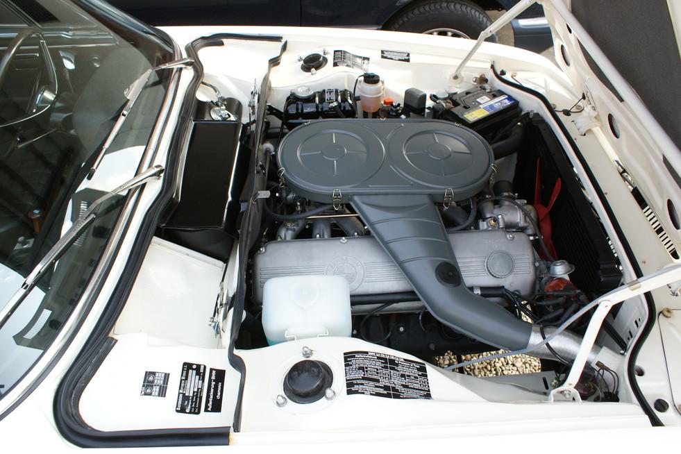 BMW E9 CS motorraum restored