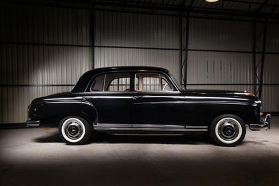 Mercedes-Benz-W180-220S-69