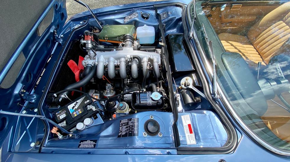 BMW E9 CSi baikal blau