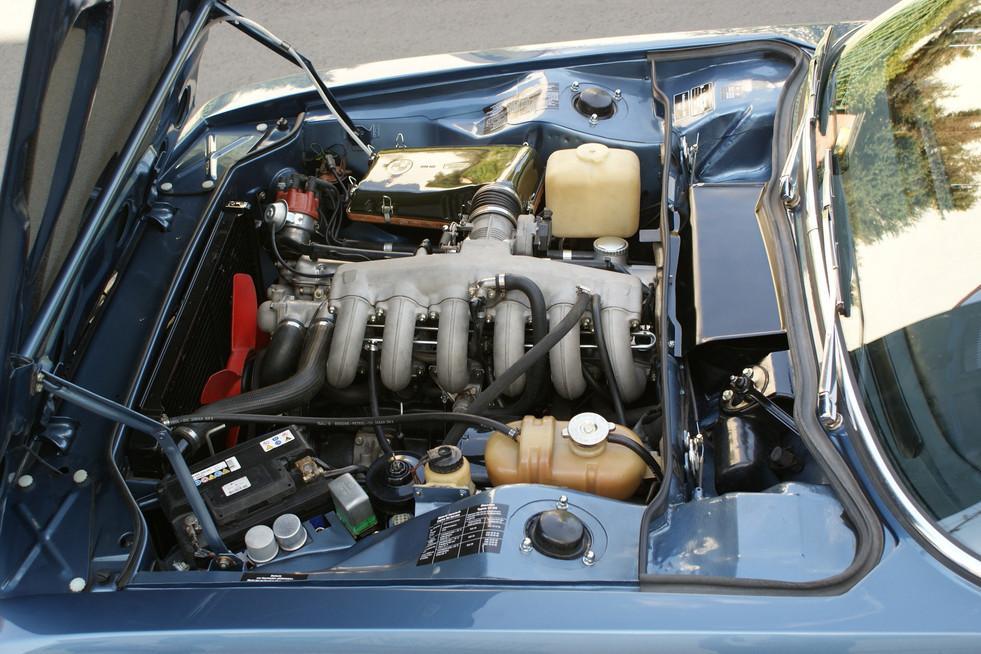 BMW E9 CSi baikal metallic blau