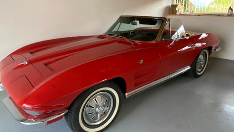 Chevrolet-Corvette-C2-Stingray-2