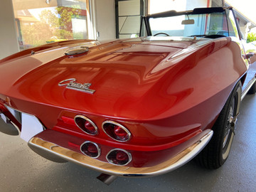Chevrolet-Corvette-C2-Stingray-8