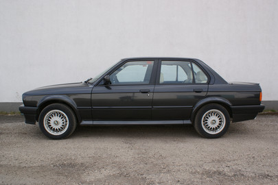 BMW E30 325 ix 63