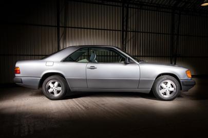 Mercedes-Benz-W124-230CE-15