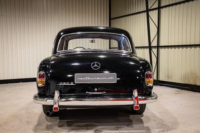 Mercedes-Benz-W180-220S-44