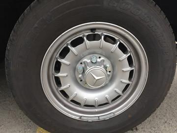 Mercedes-Benz-450SL-W107-16