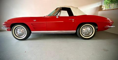 Chevrolet-Corvette-C2-Stingray-1