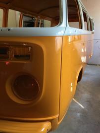 Volkswagen-T2-bus-chromyellow-3