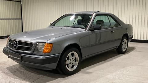 Mercedes-Benz-W124-230CE-5