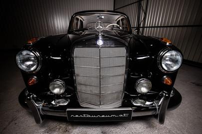 Mercedes-Benz-W180-220S-61