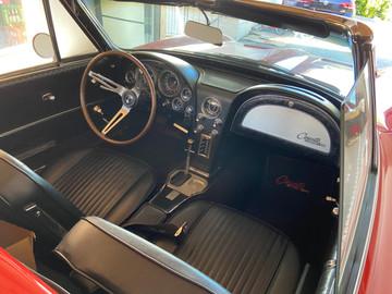 Chevrolet-Corvette-C2-Stingray-12
