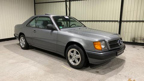 Mercedes-Benz-W124-230CE-3