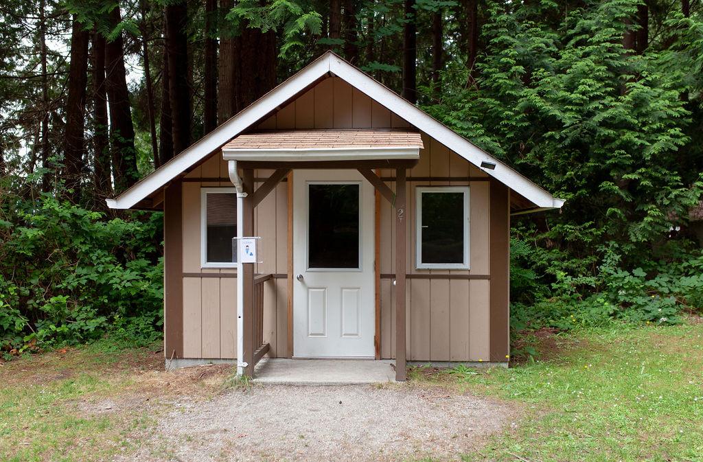 Hi Yu Win huts outside.jpg