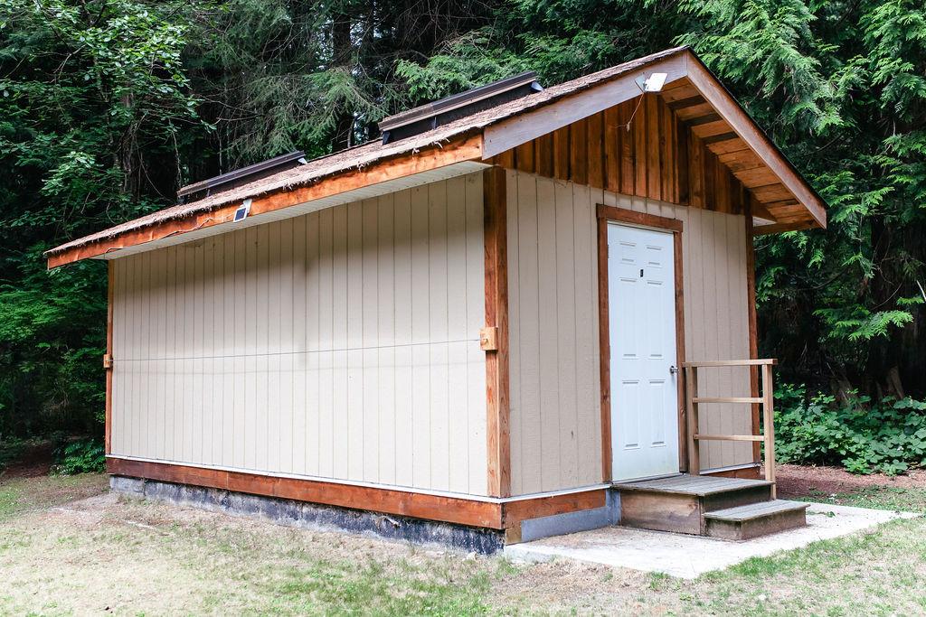 Kutawa bunkhouse outside 2.jpg