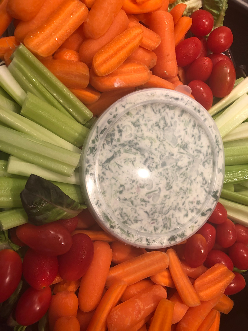 veggie tray with spinach dip