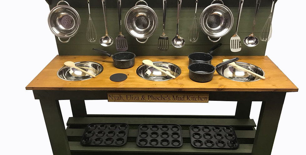 Triple Bowl Kitchen + 4 Ring Hob with Engraving