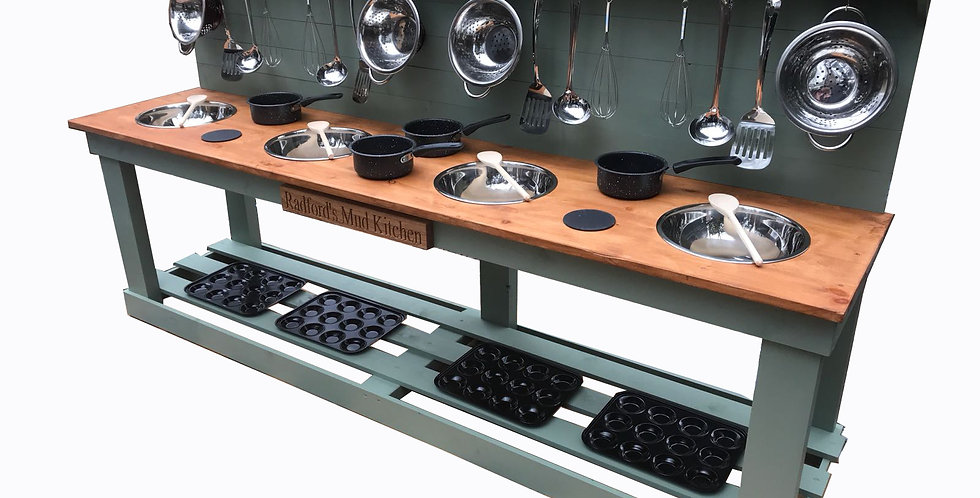 Quadruple Bowl Kitchen + 6 Ring Hob with Engraving
