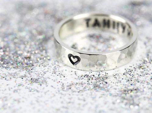 Кольцо с посланием S, светлая чеканка