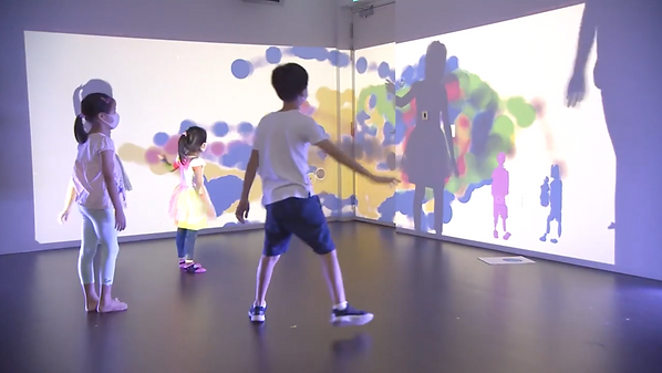 immersive augmented reality installation with kids and colors.