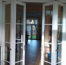раздвижные двери книжка  из стекла профиль алюминиевый облицован МДФ окрашен по RAL