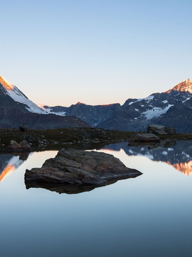 Sunrise on Matterhorn from Riffelsee